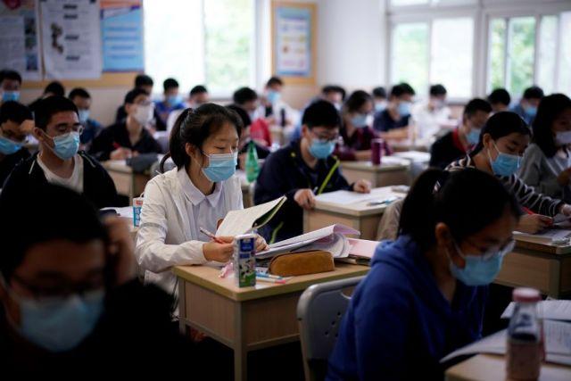 В Китае за сутки выявлены 15 новых случаев заражения COVID-19