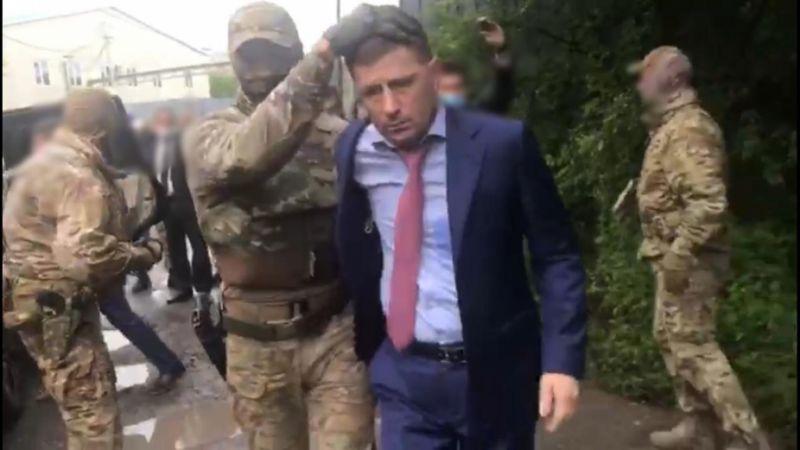 Сотрудники ФСБ России проводят задержание губернатора Хабаровского края Сергея Фургала. 2020 год.