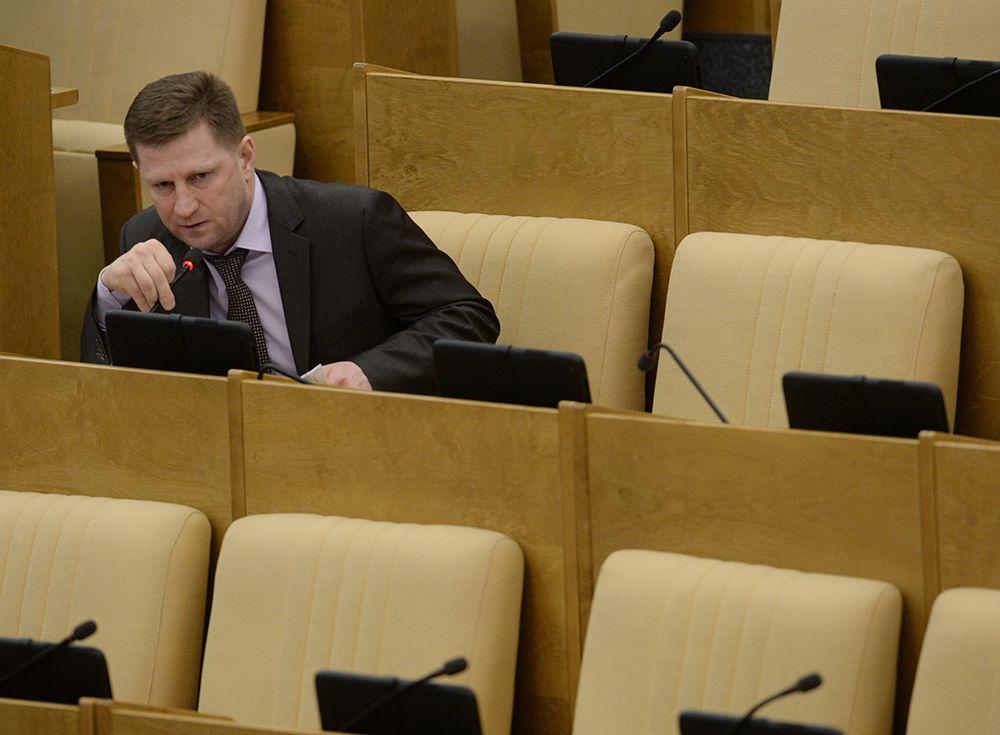 Председатель комитета Государственной Думы РФ по охране здоровья Сергей Фургал на пленарном заседании. 2016 год.