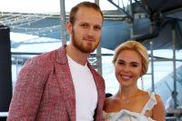 Певица Пелагея с мужем хоккеистом Иваном Телегиным.
