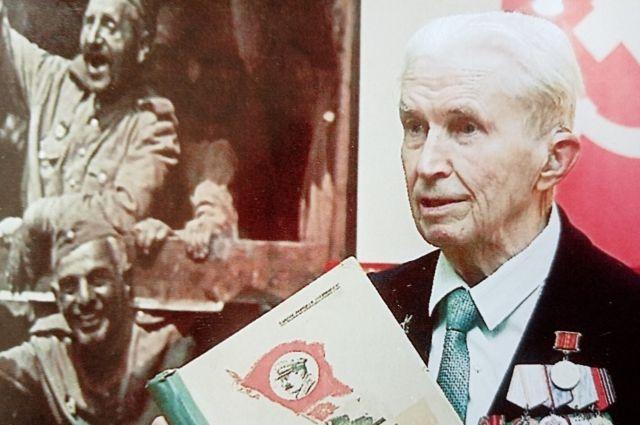 Спустя 77 лет Владимир Николаев снова прочитал наказ, которым провожали на фронт Уральский добровольческий танковый корпус.