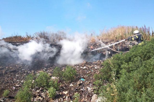 В Киевской области произошел пожар на свалке