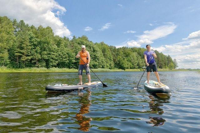 В последнее время в моду входят водные прогулки на sup-бордах.