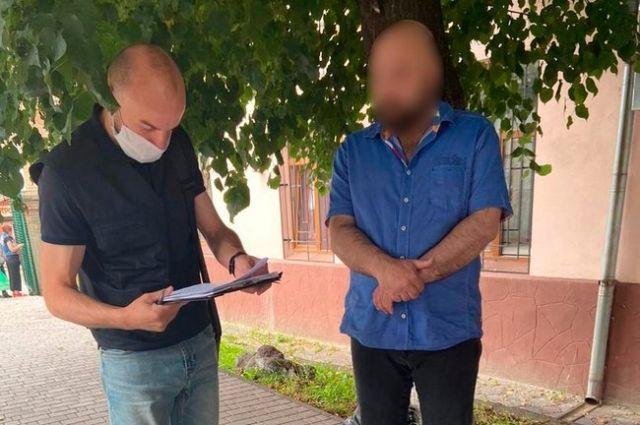 В Ровенской области сотрудник военкомата требовал 3 тыс. долларов взятки