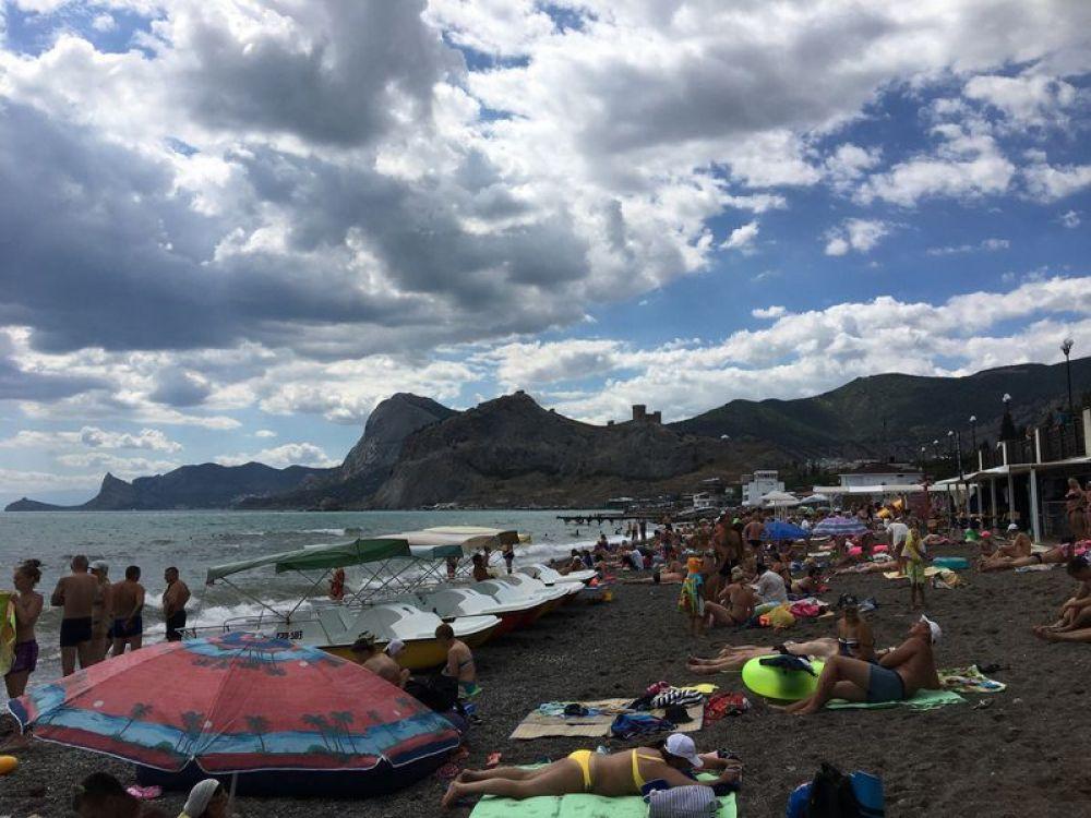 Городской пляж в Судаке.