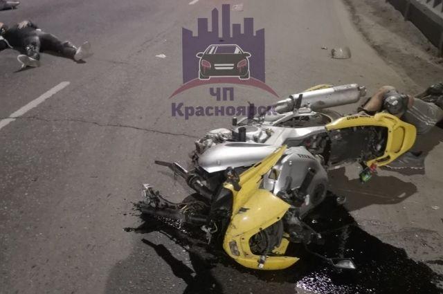 Водитель мотоцикла попытался скрыться и врезался в «Infinity», который резко начал перестраиваться в правый ряд.