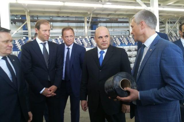 10 июля председатель правительства РФ осмотрел завод по производству углеводородного волокна на ОЭЗ «Алабуга».