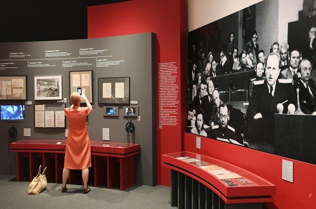 Экспонаты, представленные навыставке вГосударственном центральном музее современной истории России «Нюрнбергский набат. Без срока давности», посвященной международному судебному процессу над бывшими руководителями гитлеровской Германии.