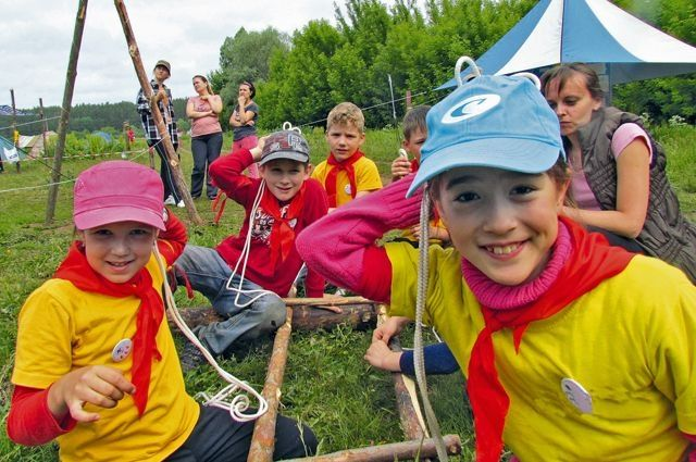 Отдыхать в лагеря отправились 1120 школьников.