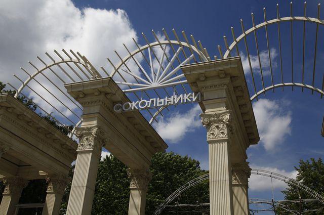 Главный вход в парк. Восстановлен по фотографиям эпохи сталинского ампира.