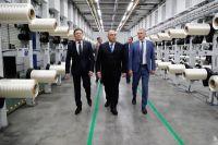 Председатель правительства РФМихаил Мишустин осматривает завод попроизводству углеродного волокна ООО «Алабуга-Волокно».