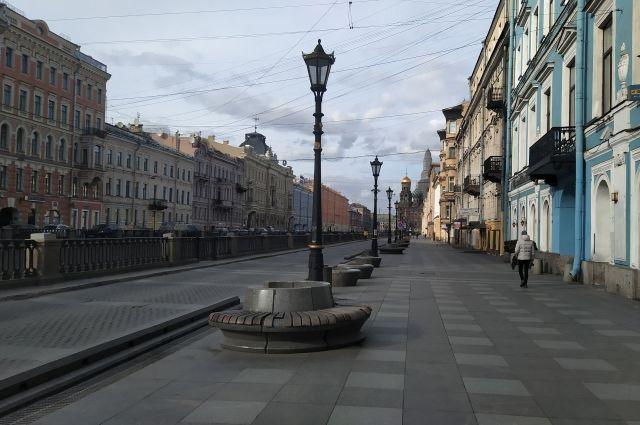 Из канала Грибоедова вытащили мужчину
