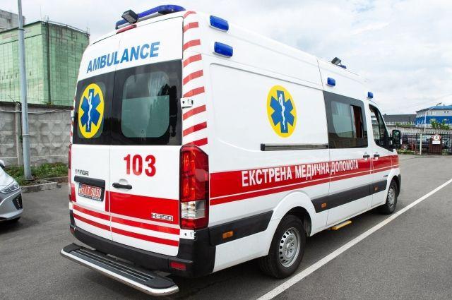 Отвлекся на телефон: в Мариуполе водитель авто наехал на двух патрульных