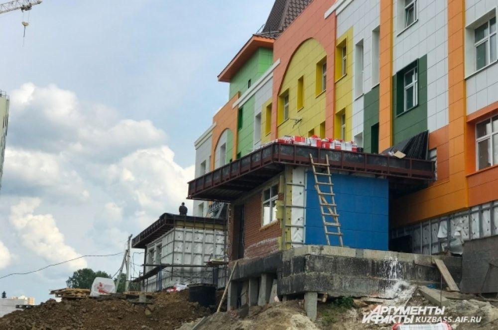 К 2021 году в микрорайоне планируют построить еще один, второй крупный, детский сад и школу.