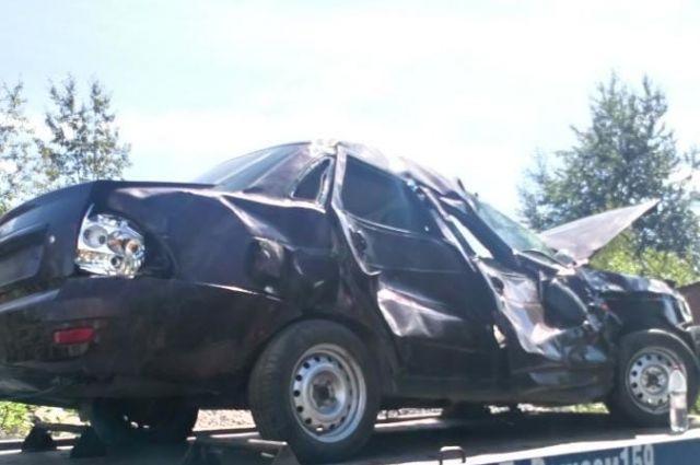 В результате ДТП пострадали водитель и пассажир автомобиля. Они получили травмы различной степени тяжести.