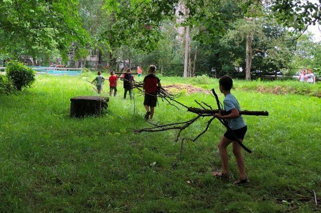 В Кимрском детском саду дети помогали справиться с последствиями урагана