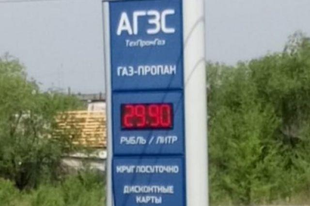 Стоимость литра топлива на заправках уже выросла почти до 30 рублей.
