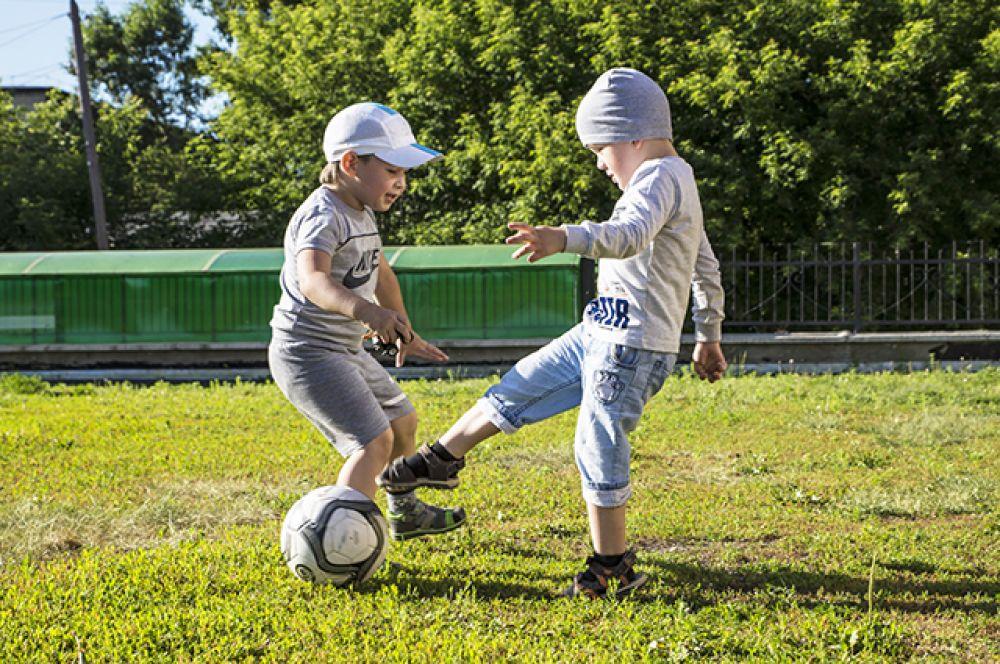 Рады лету и взрослые, и дети. Активные командные игры вновь популярны!