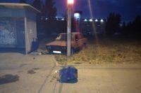 На перекрёстке улиц Юбилейная и Карла Маркса водитель не справился с управлением, выехал на тротуар и сбил 21-летнего пешехода.