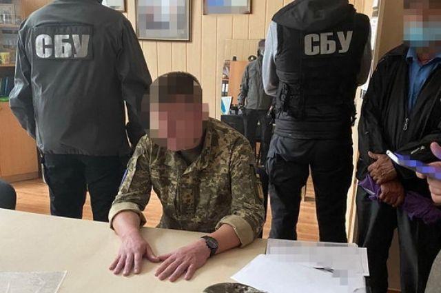 В Киеве на взятке в 5 тыс. долларов поймали замначальника лицея им. Богуна