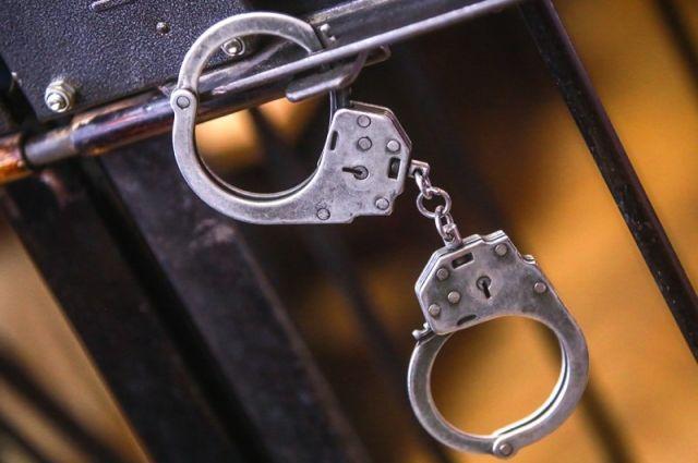 22-летниий подозреваемый помещен в изолятор временного содержания, ему избирается мера пресечения.