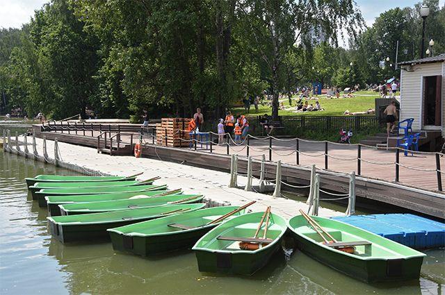 Путешествие по воде. В пяти парках Москвы работают лодочные станции