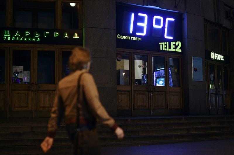 Июль 2019 года стал самым жарким месяцем в мире за всю историю наблюдений. Однако в Москве лето выдалось весьма прохладным. А в июле москвичей и вовсе ждало резкое похолодание, температура опускалась до 13°C.