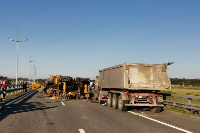 В ДТП на Приморском кольце погиб водитель грузовика