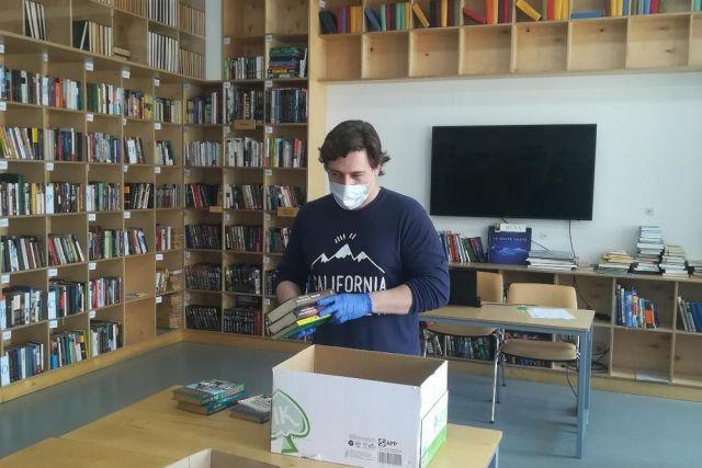 Возвращённые книги запакуют и отправят в хранилище на пять дней.