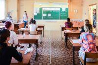 Большинство ребят сдавали экзамен по русскому языку. На участие в нём зарегистрировалось более семи тысяч человек.
