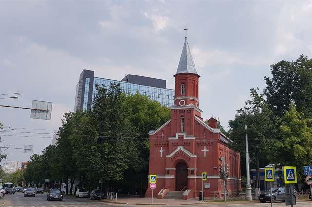 К середине XIX в. в Перми проживало порядка 200 немцев. Центром религиозной и общественной жизни для них становится лютеранская кирха, построенная на средства прихожан в 1864 г.