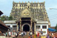 Главный (восточный) вход в храм Падманабхи с одноимённой улицы.