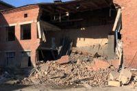 Трещина в стене пристройки школы образовалась еще 11 июля.