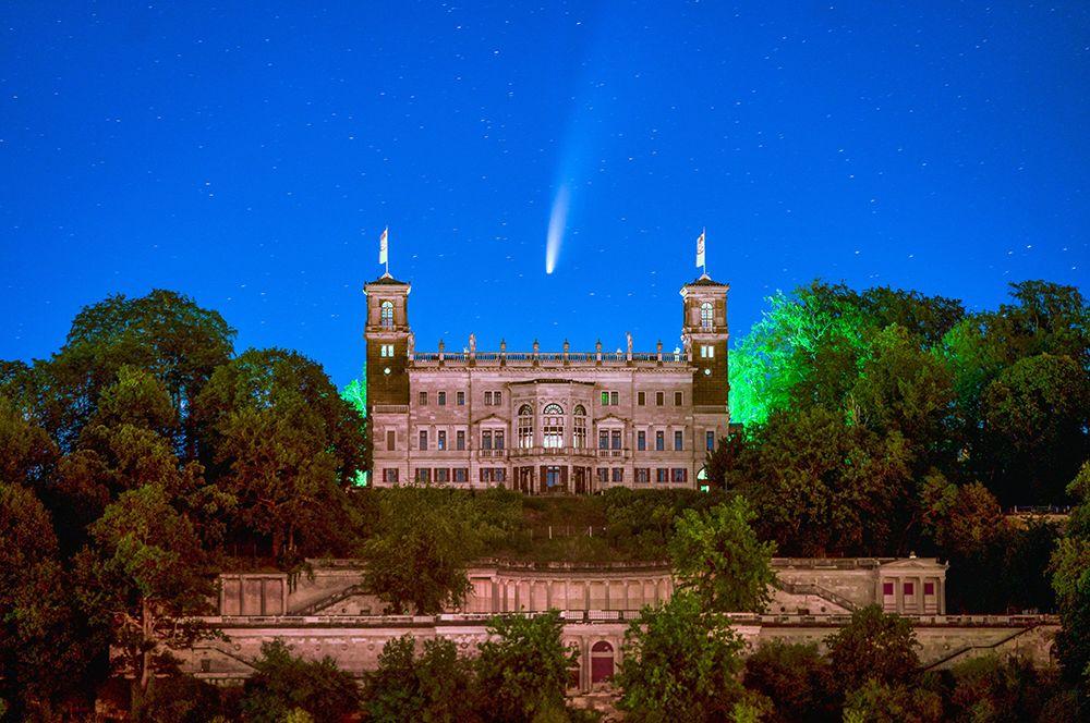 Комета над Дрезденом, Германия.