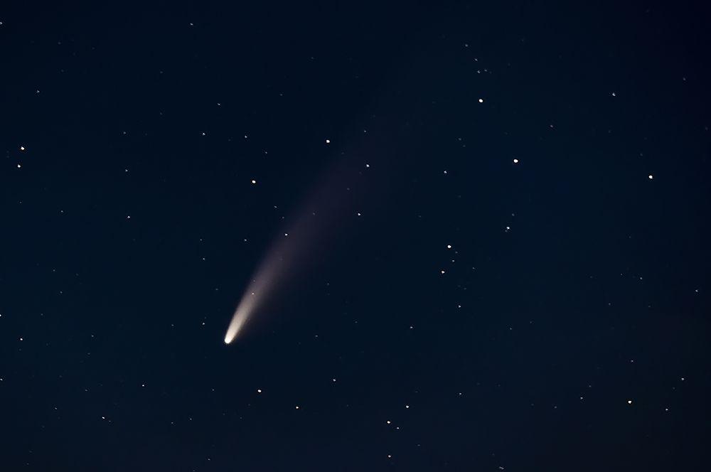 Комета над городом Тршешть, Чехия.