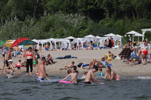 Затеряться на пляже легко. Не упускайте детей из виду!