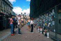 «Стена памяти» врачам, скончавшимся от коронавируса в Москве. Сейчас там 73 фото, в два раза больше, чем месяц назад. Приморью такой мемориал точно не нужен.