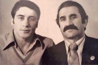 Камболат Габисов (справа) с одним из своих воспитанников, Олегом Калоевым - чемпионом Европы и СССР, 1981 год