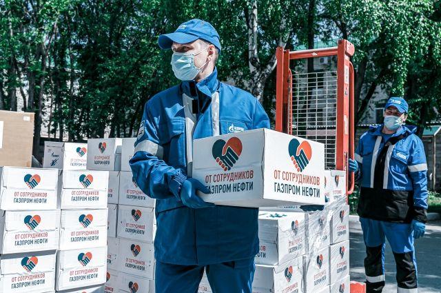 Руководство «Газпром нефти» на личные средства поддержало тюменских врачей