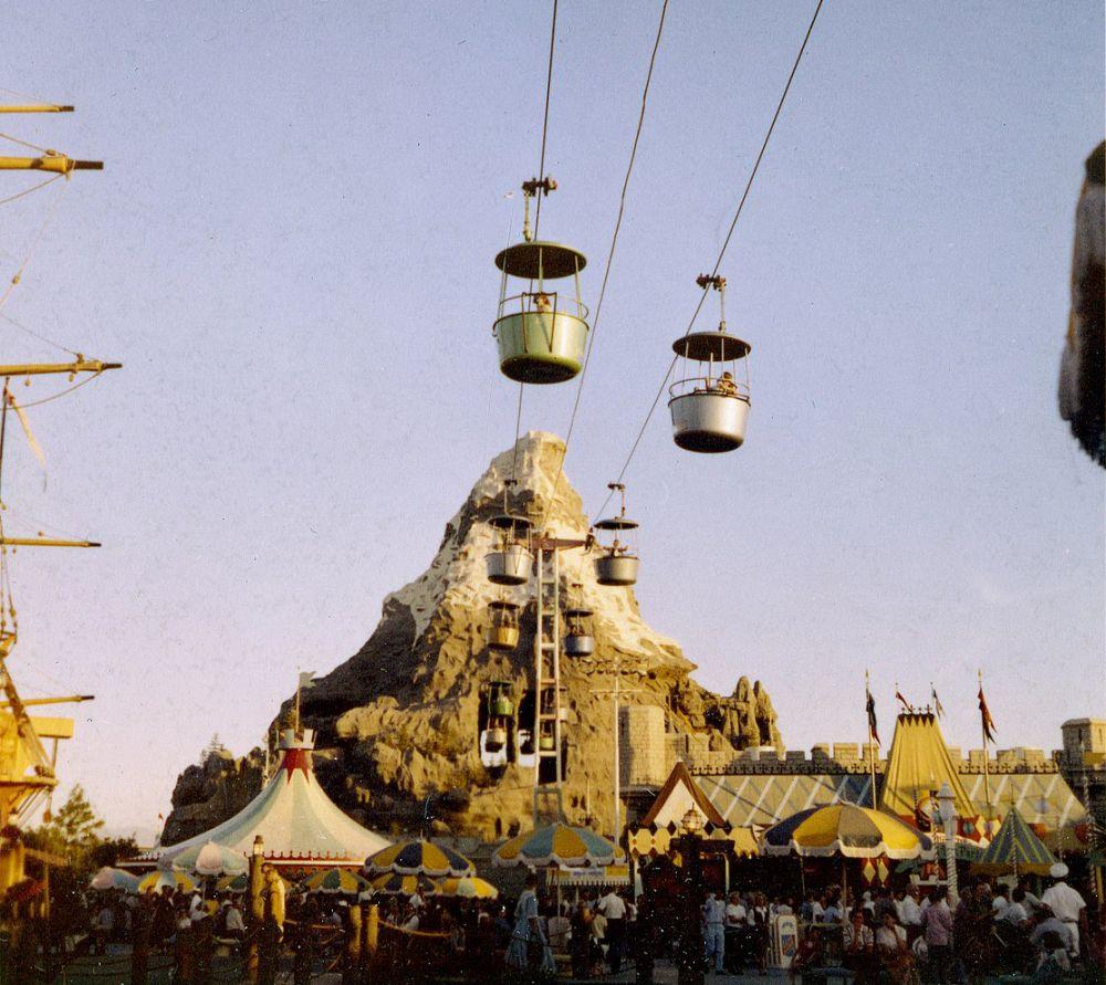 Его строительство обошлось в 17 миллионов долларов. На фото: «Диснейленд», 1959 год.