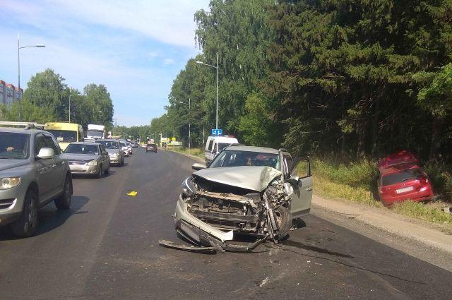 Стало плохо за рулём: пять машин и автобус столкнулись в Удмуртии