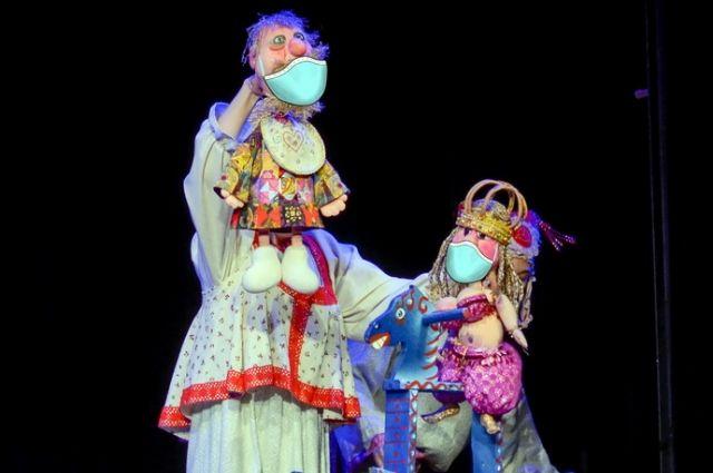 Оренбургский театр кукол, несмотря на коронавирус, репетирует спектакли.