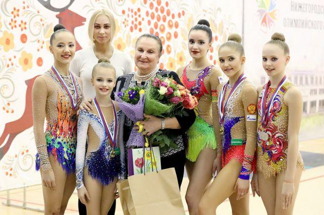 Наталья Тишина (в центре фото) помогла вернуться в большой спорт Анастасии Максимовой и продолжает воспитывать будущих чемпионок.