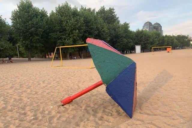 В Запорожье на шестилетнего ребенка упал металлический пляжный грибок