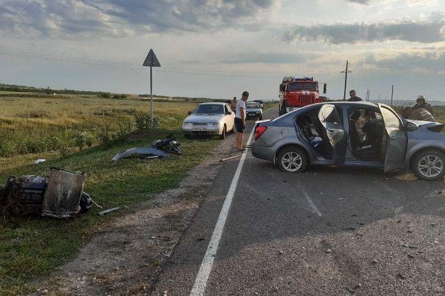 В Бугурусланском районе в столкновении двух иномарок погиб человек.