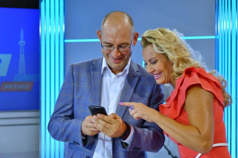 Начальник службы информационных программ ТВ Андрей Копейкин и Светлана Аксёнова.