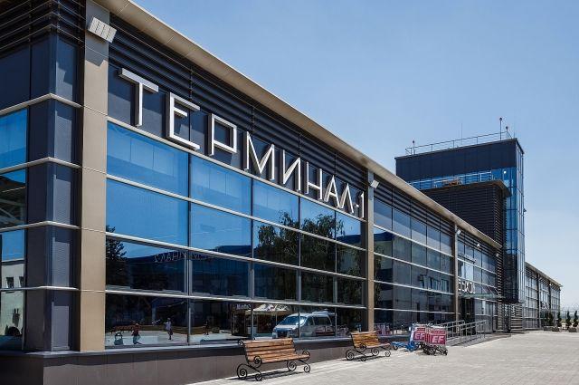 Прежде, чем переезжать в Краснодарский край, нужно решить вопросы с пропиской и работой. Аэропорт Анапы.