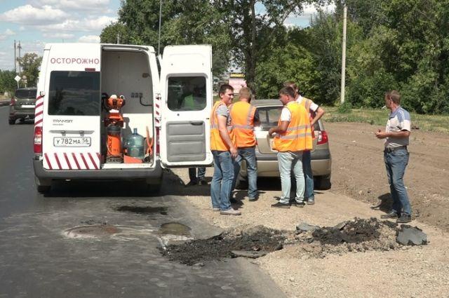 В Оренбурге прокуратура проверила ремонт участка на Шарлыкском шоссе.