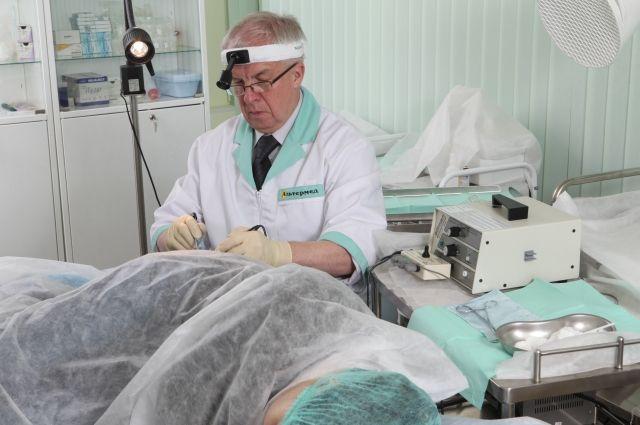 Виктор Константинович Ковалев, врач колопроктолог клиники «Альтермед», специализируется на лечении интимных проблем, хирург, кандидат медицинских наук, работающий в этой области уже более 43 лет.