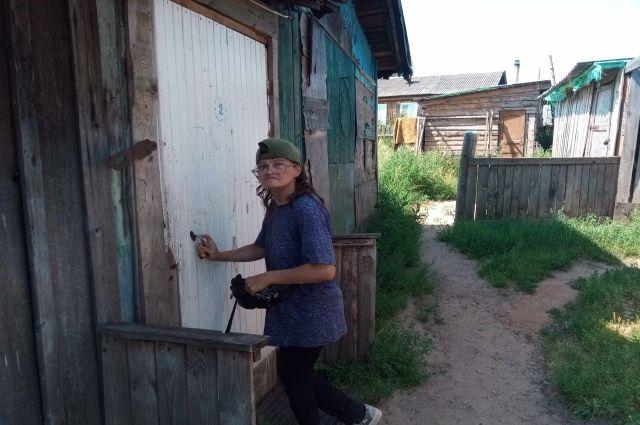 Выезжая из барака, Любовь Кондратьева сняла с крыши железо, которое она покупала за свой счёт.